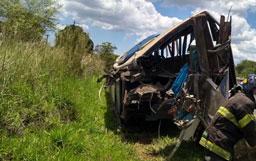 Acidente entre ônibus e caminhão deixou 41 vítimas fatais. Foto: Bombeiros PMESP