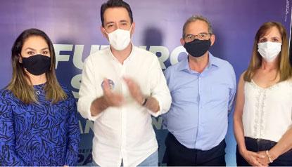 Ao lado da primeira-dama, Ana Carolina, Luiz Zacarias e a esposa, Marlene, Serra agradeceu o número expressivo de votos. Foto: Reprodução Facebook