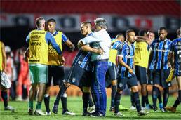 Grêmio segura 0 a 0, elimina o São Paulo e vai à 9ª final da Copa do Brasil