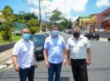 Entrega, além do prefeito Orlando Morando, contou com a presença do vice-prefeito Marcelo Lima e do vereador Aurélio de Paula. Foto: Omar Matsumoto/PMSCS