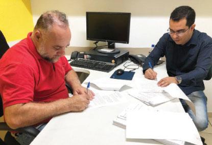 """Reinaldo Meira e Eduardo Minas: """"o projeto agiliza o processo"""". Foto: Divulgação"""