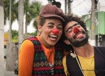 Jussara Freitas e David Casanova, mergulharam no estudo da palhaçaria, se formaram pelo Programa de Formação de Palhaço para Jovens dos Doutores da Alegria. Foto: Divulgação