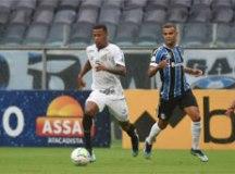 Em jogo de três pênaltis e seis gols, Santos arranca empate com o Grêmio