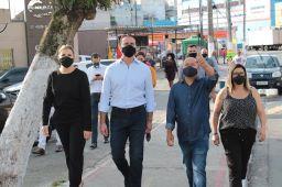 Carla, Baldy e Claudinho, nas obras do futuro terminal. Foto: Divulgação