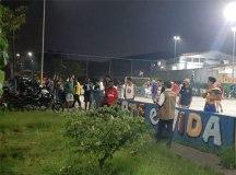 Grupo jogava futebol e tocava música ao vivo em quadra poliesportiva a poucos metros da UPA Barão de Mauá. Foto: Divulgação/PMM