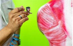 Por meio da pintura corporal, aluno aprende a localizar cada estrutura. Foto: divulgação