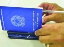 Bolsonaro assina MP que permite às empresas reduzir jornada e salários. Foto: Marcello CAsal/Agência Brasil
