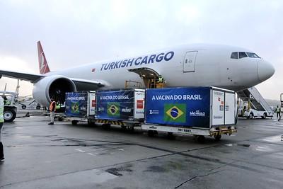 Carga desembarcou no Aeroporto Internacional de Guarulhos na manhã desta segunda-feira (19). Foto: Governo do Estado de SP