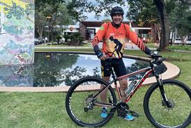 Empresário Carlúcio Rezende criou um grupo de pedal entre os moradores do Residencial Aldeia do Vale, onde reside. Foto: Arquivo pessoal
