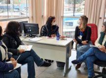Profissionais da equipe de orientação pedagógica, psicóloga e assistente social da Educação discutiram os primeiros passos para a consolidação do APSE. Foto: Divulgaçãp/PMETRP