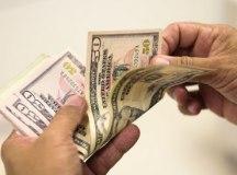 De olho nos juros dos EUA, dólar cai 0,91%, a R$ 5,023, e Bolsa sobe 0,67%