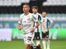 Santos falha na defesa, mas arranca empate com o Grêmio fora de casa
