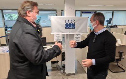O acordo foi assinado pelo prefeito Tite Campanella e pelo diretor executivo da Fundação Procon/SP, Fernando Capez. Foto: João Victor Padovan/PMSCS