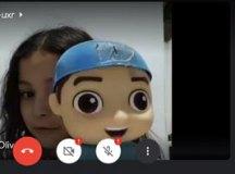 Yasmin Neves da Silva Franco, aluna do 8° ano do Vayego, tem o incentivo e apoio da família para as aulas online. Foto: Divulgação/PMETRP
