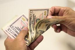 Dólar sobe 2,64% e fecha cotado acima de R$ 5,25