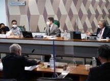 William Santana, o vice-presidente, Randolfe Rodrigues, e o relator da CPI da Pandemia, Renan Calheiros. Foto: Edilson Rodrigues/ Agência Senado