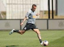 Em pior momento no Corinthians, Luan contrata profissionais para reagir em campo