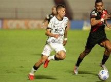 Sem Willian, Corinthians empata com Atlético-GO em jogo com polêmica do VAR