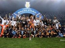 Corinthians derrota o Palmeiras com facilidade e é tricampeão brasileiro feminino