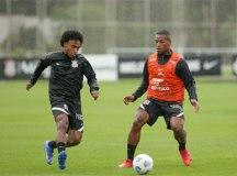 Willian faz mais um treino e deve reestrear pelo Corinthians, domingo, em Goiânia