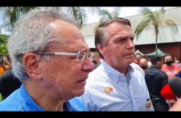 Ao lado de Guedes, Bolsonaro volta a defender auxílio Brasil de R$ 400. Foto: Reprodução/Jair Bolsonaro