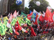 Em São Paulo, o protesto está ocorrendo na Avenida Paulista, em frente ao Museu de Arte de São Paulo. Foto: Paulo Pinto/Fotos Públicas