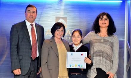 Ministerio del Medio Ambiente y Aguas Andinas premian a estudiantes de educación básica y profesores de la RM