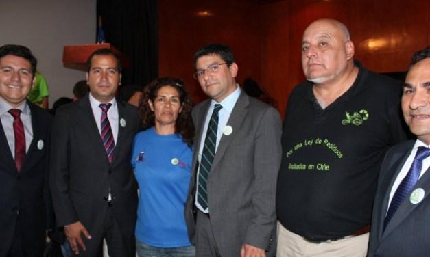 """Ministro Badenier inaugura Encuentro Nacional de Recicladores Independientes: """"Necesitamos avanzar para que sean reconocidos como profesionales del reciclaje"""""""