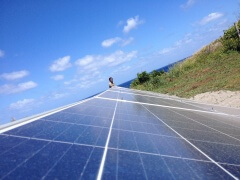 En Isla de Pascua desalinizan agua de mar con energía solar