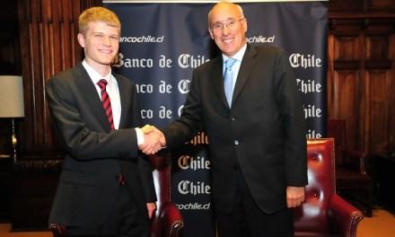 Banco de Chile premia excelencia académica con Beca PSU