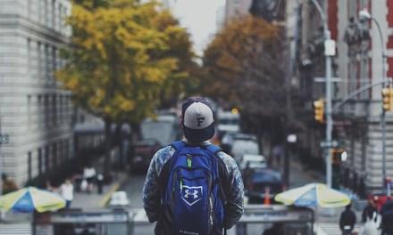 Escoger una buena mochila y cargarla correctamente es fundamental para evitar lesiones a la columna