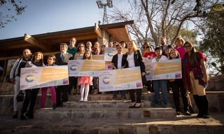 "Ganadores de concurso internacional ""Alrededor de Iberoamérica"" fueron premiados en Santiago"