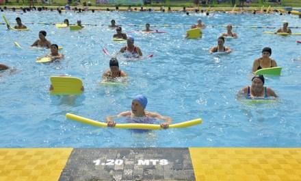 McDonald's y Estación Central lanzan innovador programa de gimnasia acuática pensado en la salud de los adultos mayores