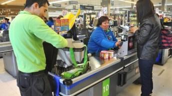 Supermercados de Walmart Chile se suman a plan de Las Condes para dejar de entregar bolsas plásticas