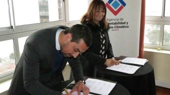 Juan Fernández firma acuerdo que impulsa turismo sustentable único en el país