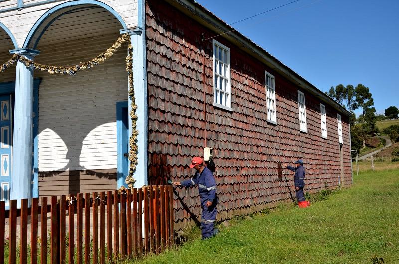 Desarrollo de nanotecnología busca solucionar el problema del plumavit en Chiloé
