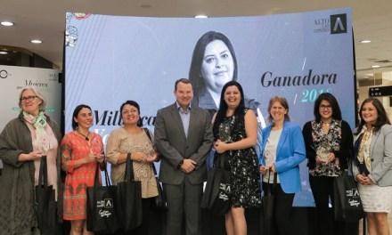 """Geóloga Millarca Valenzuela fue elegida como la ganadora del premio """"Mujeres que Dejan Huella"""""""