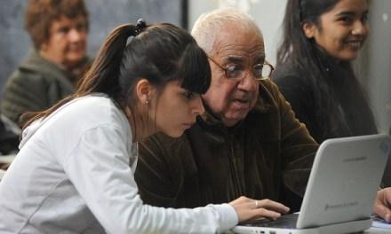 500 mil adultos mayores volvieron a clases en marzo a lo largo de Chile