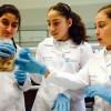 Escolares investigan junto a científicos en Laboratorios UTalca