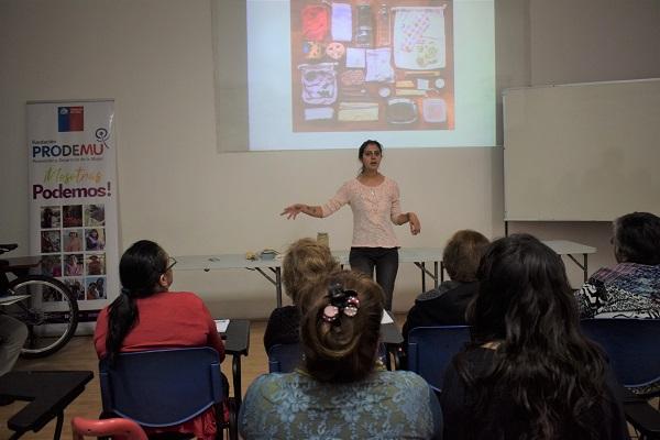 """""""Basura cero"""" el taller que enseña a mujeres de PRODEMU a no producir basura en sus hogares"""