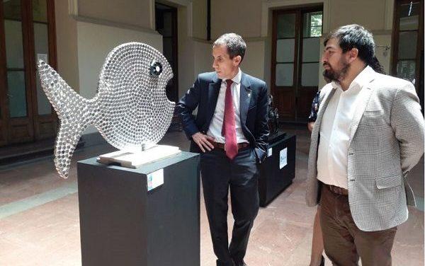 Municipalidad de Santiago promueve el reciclaje de electrónicos a través de esculturas de Chilenter