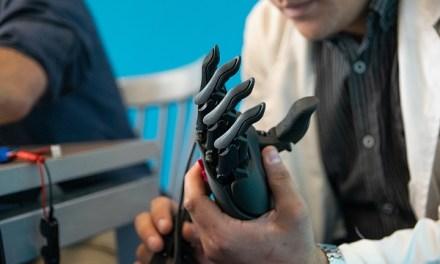 Fundación chilena lanza prótesis robótica en apoyo a la reinserción laboral