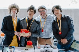 Escolares de nueva Región Ñuble crean impresora braille económica y ganan premio nacional de talento digital