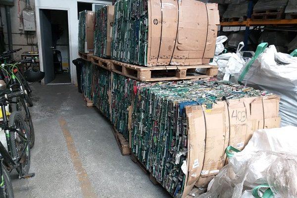 Línea de exportación de circuitos electrónicos de Chilenter cierra 2018 con envío de 4.019 kilos de componentes a Japón