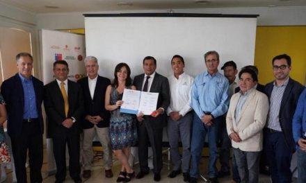 Firman inédito acuerdo de desarrollo territorial entre comunidad y mineras de Sierra Gorda