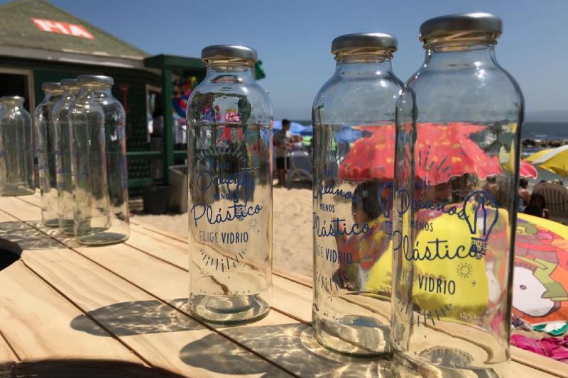 """""""Más Océanos, Menos Plásticos"""", la campaña que aporta en la limpieza de playas de Chile"""