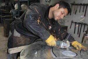 El acero como soporte en propuestas visuales de un escultor chileno en Francia
