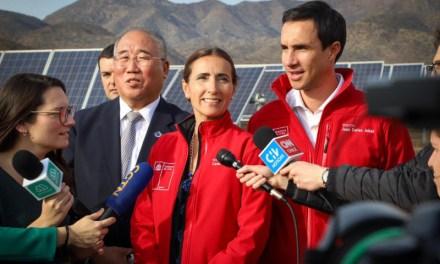 Ministros de Energía y Medio Ambiente visitan planta solar junto a autoridad china de Cambio Climático y destacan enorme potencial renovable del país