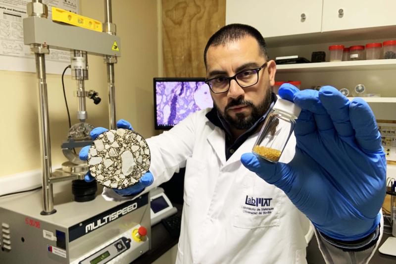 Cápsulas bioinspiradas hechas de residuos de biomasa prometen alargar vida útil de carreteras