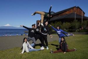Estudiantes becados por las Fundaciones Mustakis y Teatro del Lago viajaron a París al Festival Kalypso
